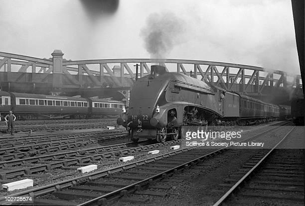 London North Eastern Railway A4 Pacific 22 Mallard' at Paddington 26th April 1948