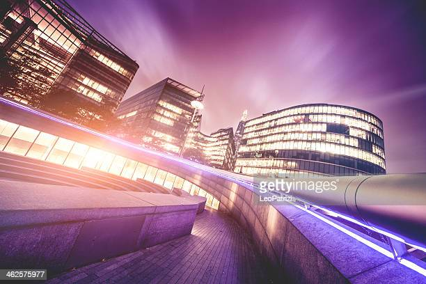 london office buildings by night - town hall government building stock pictures, royalty-free photos & images