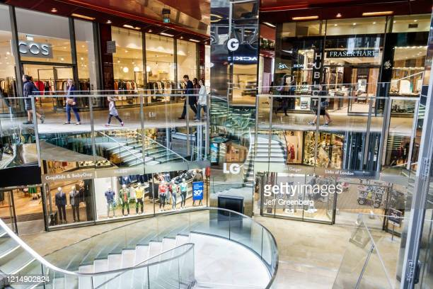 London, One New Change mall, atrium stairs ans shops.