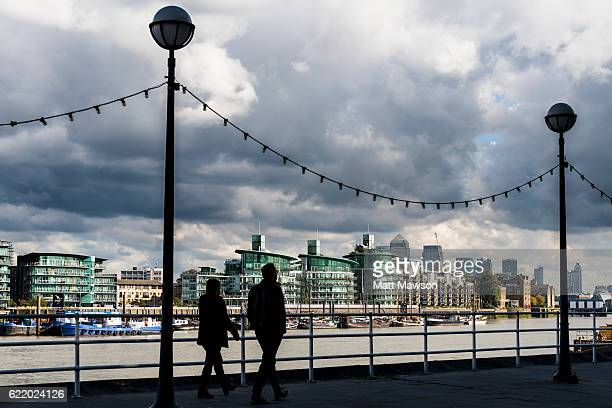 london panoramas - london docklands stock pictures, royalty-free photos & images