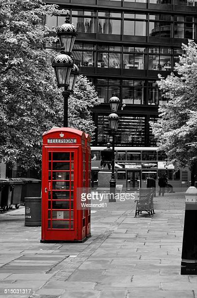 uk, london, red old telephone box in the city - western script stock pictures, royalty-free photos & images
