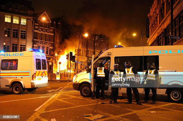 london riots - wandsworth stock pictures, royalty-free photos & images