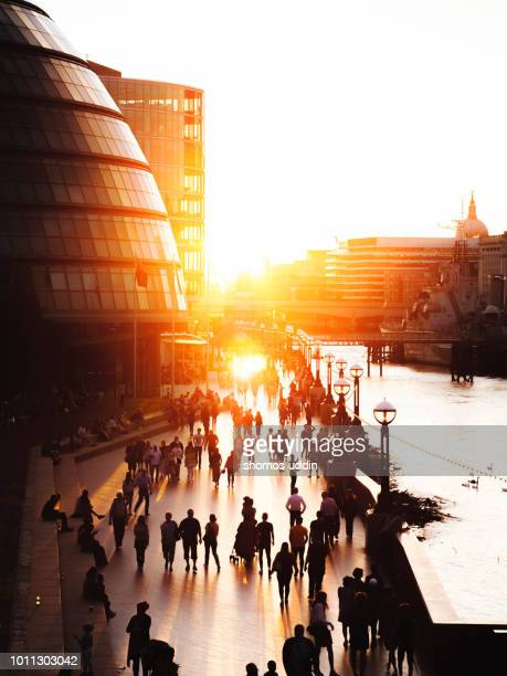 london riverbank against sky at sunset with tourists and travellers in the foreground - back lit stock pictures, royalty-free photos & images