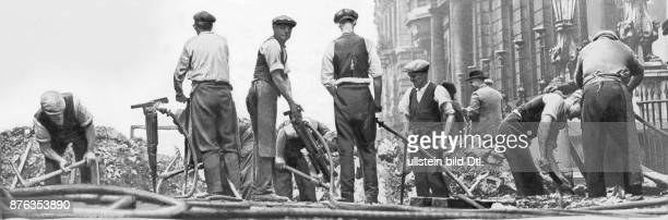 London road works road workers repairing sewer network at St James Street more than 100 men are employed Keystone View Company Vintage property of...
