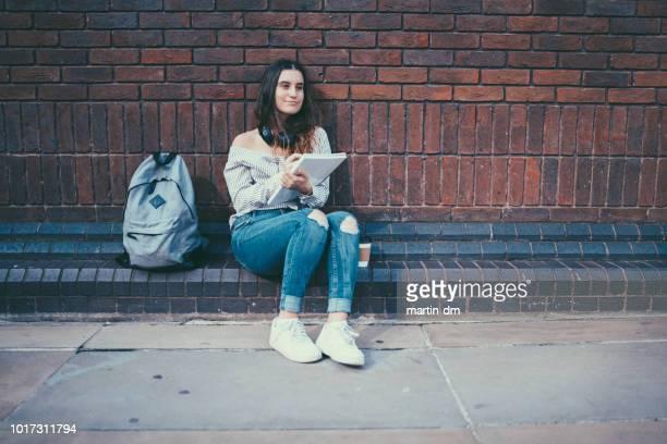 London-Schülerin auf dem campus