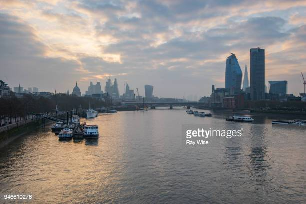 london skyline april 2018 - low tide stock pictures, royalty-free photos & images