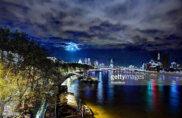london skyline at night across the thames river - anatoleya stock pictures, royalty-free photos & images