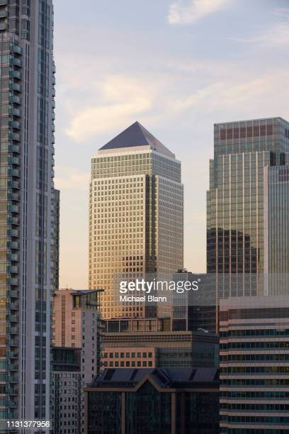 london skyline - isle of dogs london stock pictures, royalty-free photos & images