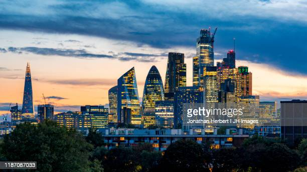 london skyline - central london stock pictures, royalty-free photos & images