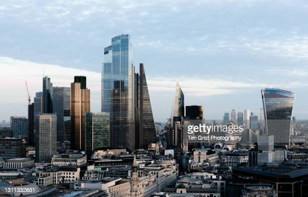 london skyline - big tech stock pictures, royalty-free photos & images