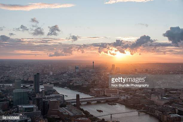 london skyline - guildhall london stock pictures, royalty-free photos & images