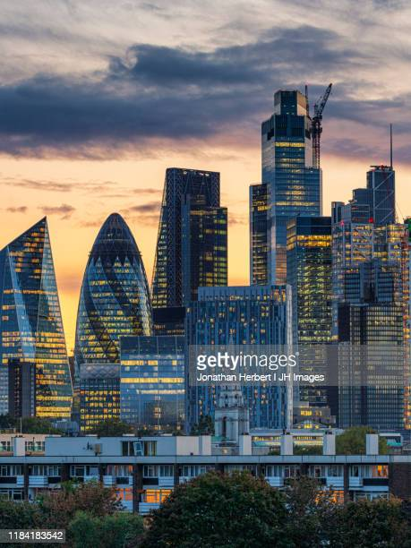 london skylines - financial district stock pictures, royalty-free photos & images