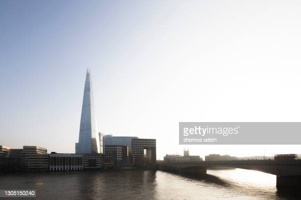 london southwark skyline on a clear sunny day - thames river stock pictures, royalty-free photos & images