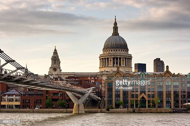 london - st. paul cathedral and millennium bridge - pjphoto69 stock pictures, royalty-free photos & images