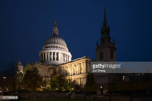 London St. Paul's Cathedral at night