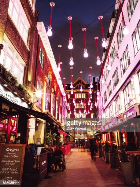 london street at christmas - yeowell foto e immagini stock