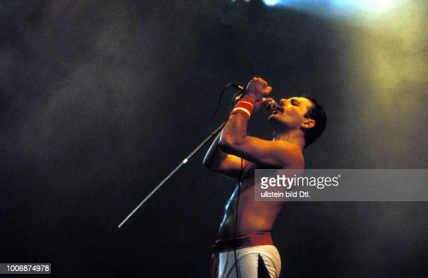 FREDDY MERCURY UK London The late Freddy Mercury of Queen during a 1986 Wembley concert CDREF00142