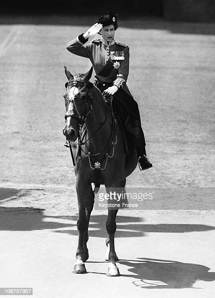 London The Queen Taking Salute On Her Horse During Trooping Color Ceremony on 5th June 1952