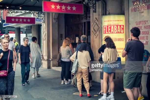 「フリーバッグ」のロンドン劇場の行列 - ウェストエンド ストックフォトと画像