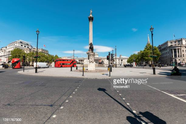 uk, london, trafalgar square with nelson's column and national gallery in background - national gallery london stock pictures, royalty-free photos & images