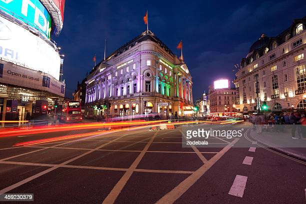 Escena tráfico de Londres en Piccadilly Circus