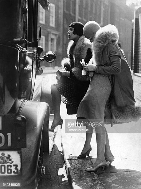 London two young women paying for a taxi 1929