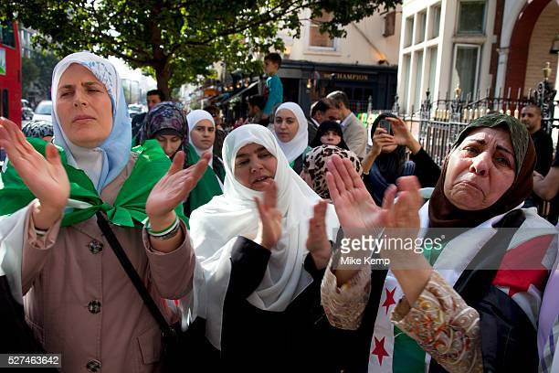 London UK Saturday 15th September 2012 Syrian protest outside the Russian Embassy in London UK Many protesters from Syria gather in demonstration and...