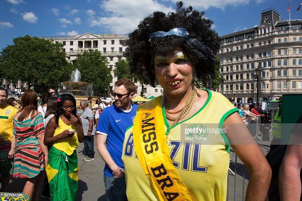 UK - London - Brazilians gather for Brazil Day celebrations to mark the beginning of the Brazil 2014 : News Photo