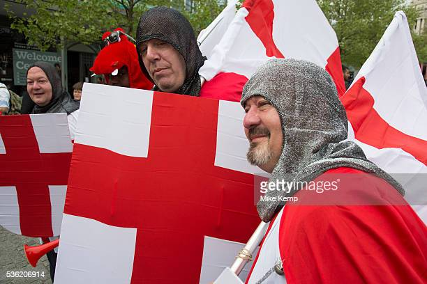 London, UK. Wednesday 23rd April 2014. Men dressed up as Saint George on St George's Day. With chainmail, St Georges Cross shields and flags, this...