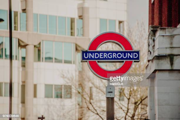 london underground sign - metropolitana di londra foto e immagini stock