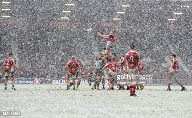 London United Kingdom 10 December 2017 George Merrick of Harlequins takes possession in a lineout during the European Rugby Champions Cup Pool 1...