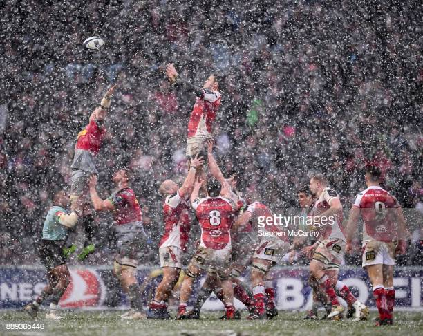 London United Kingdom 10 December 2017 Sean Reidy of Ulster competes in a lineout against Renaldo Bothma of Harlequins during the European Rugby...