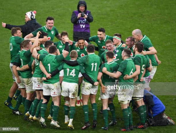 London United Kingdom 17 March 2018 Ireland players celebrate after the NatWest Six Nations Rugby Championship match between England and Ireland at...