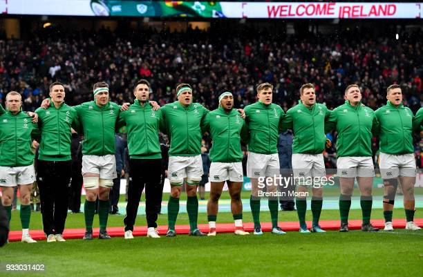 London United Kingdom 17 March 2018 The Ireland team sing the national anthem prior to the NatWest Six Nations Rugby Championship match between...