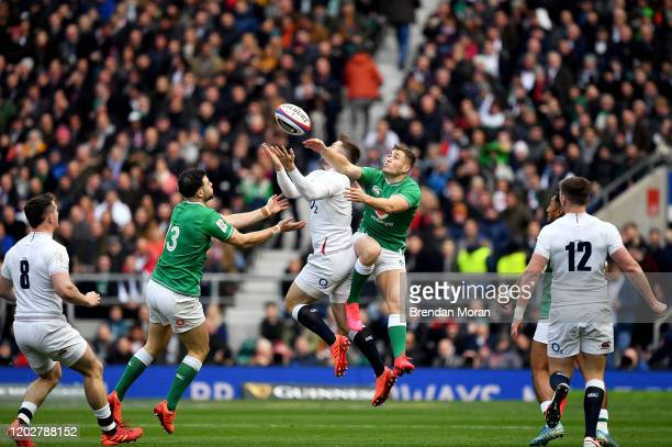London United Kingdom 23 February 2020 Elliot Daly of England in action against Robbie Henshaw left and Jordan Larmour of Irelandduring the Guinness...
