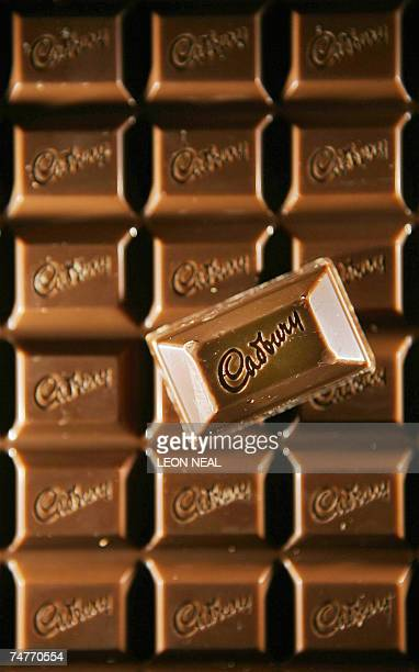 A bar of Cadbury's chocolate is pictured in London 21 February 2006 Cadbury Schweppes said on Tuesday 19 June 2007 that it planned to slash 15...