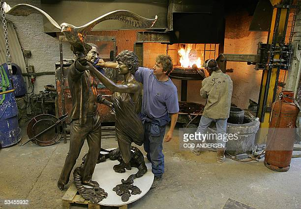 A live size sculpture of the late Princess Diana and Dodi Al Fayed gets the last finnish by Mark Kennedy of Bronze age foundry in London 24 August...
