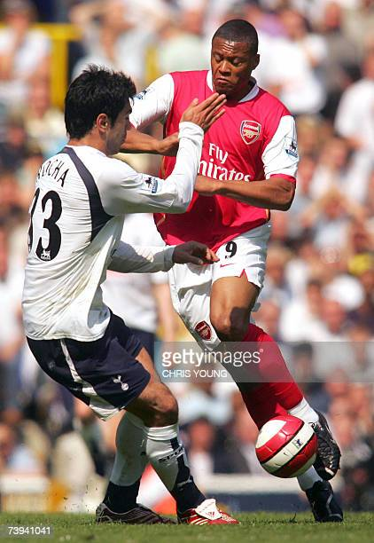 Arsenal's Brazilian midfielder Julio Baptista tussles with Tottenham's Portugese defender Ricardo Rocha during the English Premiership match...
