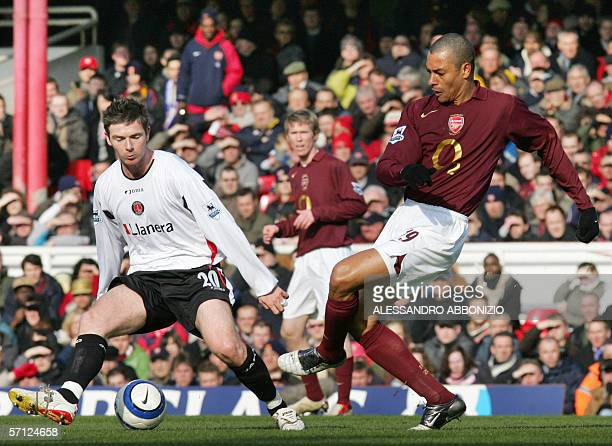 Arsenal's Gilberto powers his way past Charlton's Bryan Hughes during a Premiership game at Highbury in London 18 March 2006 AFP PHOTO/ALESSANDRO...