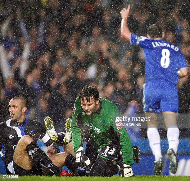 London, UNITED KINGDOM: Chelsea's Frank Lampard celebrates scoring the opening goal as Macclesfield's goalkeeper Tommy Lee gets off the ground during...