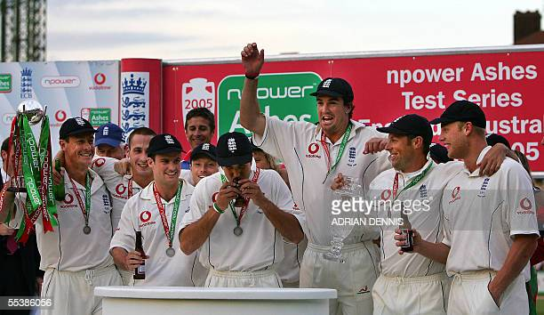 London, UNITED KINGDOM: England's Captain Michael Vaughan kisses the replica Ashes trophy after defeating Australia in The Ashes in the 5th Test...