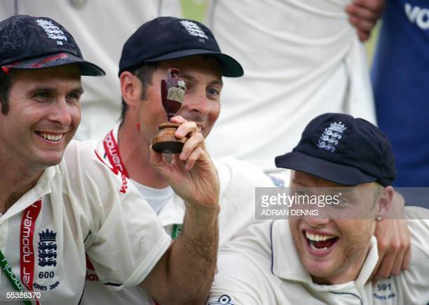London, UNITED KINGDOM: England's Michael Vaughan Ashley Giles and Andrew Flintoff pose with the replica of the Ashes trophy after defeating...