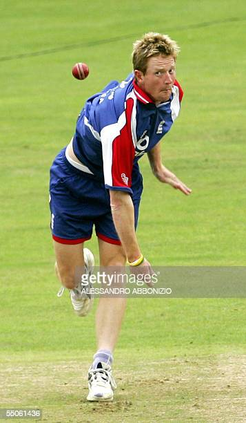 London, UNITED KINGDOM: England's Paul Collingwood practises his bowling as England train at the Brit Oval cricket ground in London 06 September...