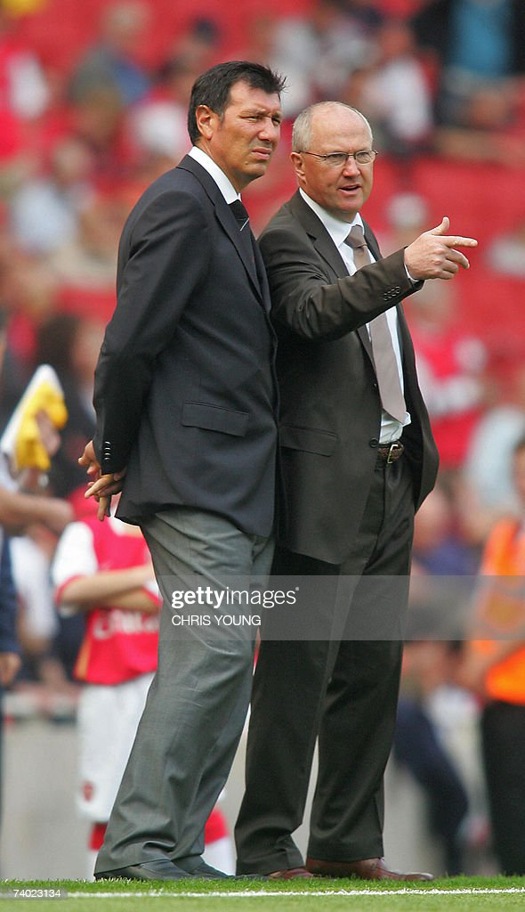 Fulham's interim management duo of Lawrie Sanchez (L) and Les Reid watch their players warm up before the English Premiership match between Arsenal and Fulham, at the Emirates Stadium, London, 29 April 2007. AFP PHOTO/CHRIS YOUNG Mobile and website uses of domestic English football pictures subject to subscription of a licence with Football Association Premier League (FAPL) tel: +44 207 298 1656. For newspapers where the football content of the printed and electronic versions are identical, no licence is necessary.
