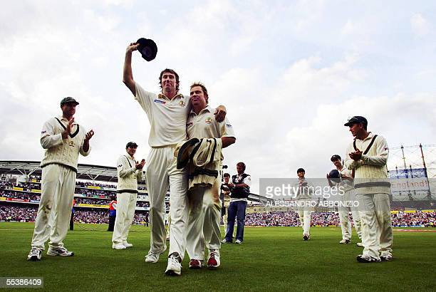 The Australian team applauds bowlers Shane Warne and Glenn McGrath at the Oval cricket ground in London 12 September 2005 England beat Australia in...