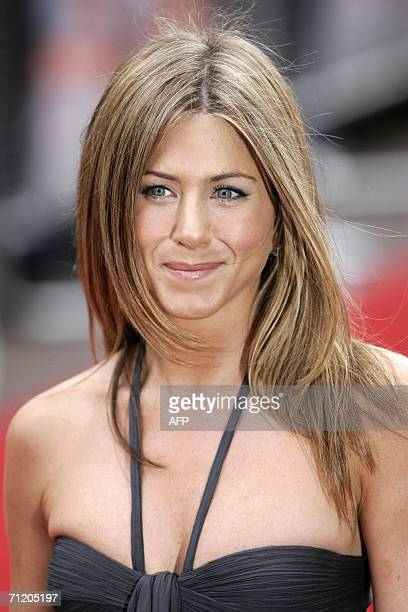 London, UNITED KINGDOM: U.S. Actress Jennifer Aniston arrives for the UK premiere of the film 'Break Up' in Leicester Square in London, 14 June 2006....