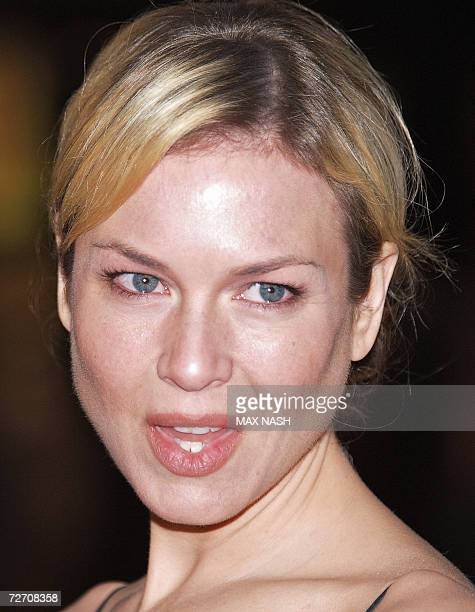 US actress Renee Zellweger arrives at the World Premiere of her latest film Miss Potter in London's Leicester Square 03 December 2006 AFP PHOTO/MAX...