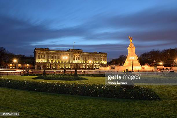 CONTENT] London's Buckingham Palace captured during late twilight in early Spring