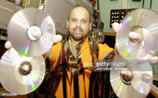 London's Odeon Leicester Square projectionist David de Souza with discs of Disney/Pixar's new film Toy Story 2 which will be premiered in digital...
