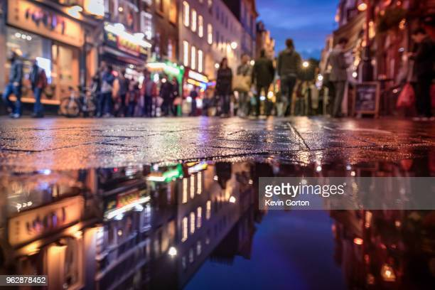 london's soho in the evening reflected in water - ロンドン ソーホー ストックフォトと画像